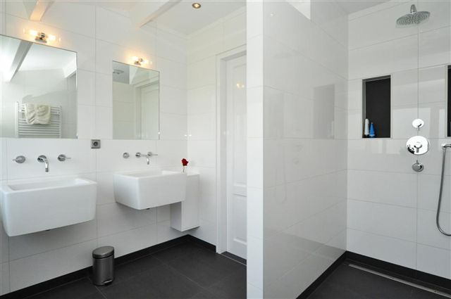 Badkamers bouwbedrijf den heeten - Moderne luxe badkamer ...
